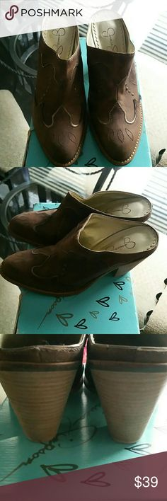 """Jessica Simpson Cowboys Slip On Boots The Wilhigh platform clogs are stunning in a tobacco brown color with gold studded accents! Made from leather (leather materials may have some minor imperfections in coloring etc) Heel height of about 4.5"""" Features gold jewel studded buckles Wooden heel Platform sole Gold studs Gold open rivets  Size 8.5M Jessica Simpson Shoes Platforms"""