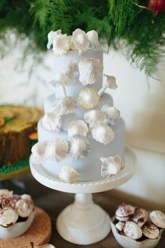 Swedish Christmas wedding cake via Inweddingdress.com #weddings #weddingcakes