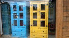 armário cristaleira rústico em madeira de demolição pintado