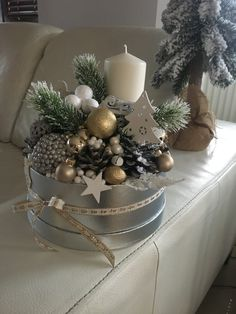 Here are 16 awesome ideas for diy Christmas decorations. Christmas Porch, Christmas Flowers, Christmas Candles, Winter Christmas, All Things Christmas, Christmas Wreaths, Christmas Crafts, Christmas Ornaments, Christmas Arrangements