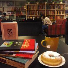 Melhor escritório do mundo ❤️❤️❤️ #livraria #marinachina #nanjing #books #livros #libraireavantgarde