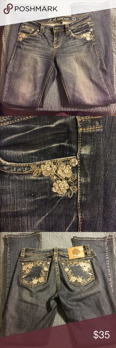 """La Idol bootscut jeans size 7 33""""inseam Probably my favorite pair of jeans... worn a handful of times and always received a ton of compliments, they were often mistaken for Miss Me jeans. No missing rhinestones, no wear to hems or to the jeans at all. Always washed on delicate cycle and never through the dryer. 33"""" Inseam 30"""" waist. Equivalent to a size 28 in Miss Me jeans. Smoke free home La Idol Jeans Boot Cut"""