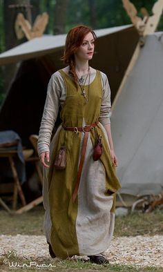 Old Fashioned Clothes : It's not too far from a modern design… Espen WinPics Winther Viking Garb, Viking Costume, Medieval Costume, Medieval Dress, Renaissance Clothing, Medieval Fashion, Historical Costume, Historical Clothing, Moda Medieval