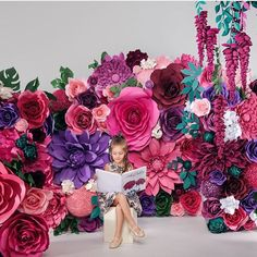 👇 🌸🌸🌸 Triple tap to get the price for this free standing backdrop / paper flower wall in Sydney 🌸🌸🌸 Just magical paper flowers garden by… Crepe Paper Flowers Tutorial, Crepe Paper Roses, Paper Flowers Craft, Paper Flowers Wedding, Paper Flower Wall, Paper Flower Backdrop, Flower Crafts, Diy Flowers, Easter Flowers