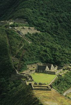 "Choquequirao, ""Cradle of Gold,"" or is a ruined Inca city in south Peru, similar in structure and architecture to Machu Picchu. by National Geographic / Gordon Wiltsie Places Around The World, Oh The Places You'll Go, Places To Travel, Places To Visit, Around The Worlds, Machu Picchu, Lac Titicaca, Foto Picture, Lost City"