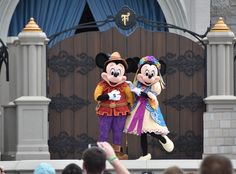 MouseSteps - Mickey's Royal Friendship Faire Debuts with New Mickey and Minnie (Shanghai Disney Look)