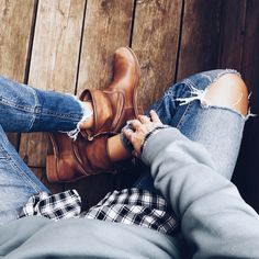 country mood, destroyed jeans, boots, sweater, boyfriend-look, boyish Destroyed Jeans, Boyish, Bean Boots, Boyfriend, Mood, Photo And Video, Country, Sweaters, Instagram