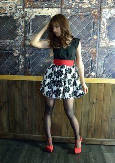 Toshimi Takahashi May, Riddle Photo Session) 70s Fashion, Asian Fashion, Skirt Fashion, Pantyhose Outfits, Nylons And Pantyhose, Skirt Outfits, Cute Outfits, Cute Japanese Girl, Cute Costumes