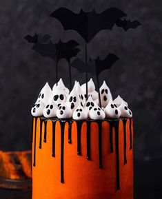 Isnt this the cuuuutest halloween cake? Love it Kay Little. Isnt this the cuuuutest halloween cake? Love it Kay Little. The post Isnt this the cuuuutest halloween cake? Love it Kay Little. appeared first on Halloween Cake. Halloween Desserts, Halloween Donuts, Buffet Halloween, Hallowen Food, Bolo Halloween, Halloween Torte, Pasteles Halloween, Halloween Tags, Halloween Goodies
