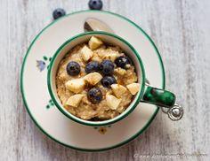 Haferbrei mit Früchten: 120 g Haferflocken/ 120 g oatmeal 750 ml Wasser/ 750 ml water 75 g Heidelbeeren + einige zum garnieren/ 75 g blueberries + some to garnish 1 Banane/ 1 banana Zimt/ cinnamon