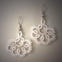 Tatted earrings by Annie's Granny Design, design by Monawmona