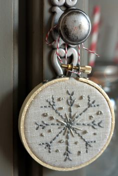 embroidery hoop ornament detail Farmhouse Modern Christmas Home Tour Embroidery Hoop Crafts, Flower Embroidery Designs, Hand Embroidery Stitches, Christmas Embroidery, Embroidery Patterns, Vintage Embroidery, Snowflake Embroidery, Modern Christmas, Christmas Home