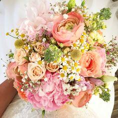 Mein Brautstauß  Pfingstrosen, Ranunkeln, Kamille, Schleierkraut, ... Bouquet