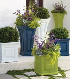 Create some curb-appeal magic with our classic Nantucket square planter beside your door.