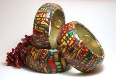 Niná Ramos, stroppel technique in colors, as a bracelet