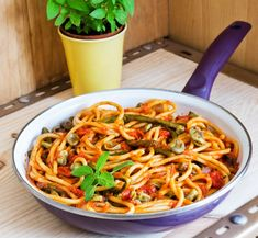 One pot -pasta New Cooking, Easy Cooking, One Pot Pasta, Japchae, Food And Drink, Koti, Baking, Ethnic Recipes, Dns