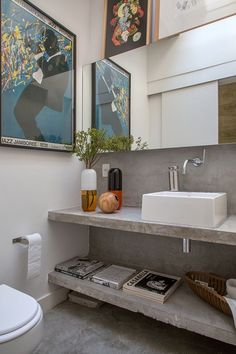 Modern Bathroom Have a nice week everyone! Today we bring you the topic: a modern bathroom. Do you know how to achieve the perfect bathroom decor? Vintage Interior Design, Bathroom Interior Design, Vintage Bathrooms, Modern Bathroom, Jardin Decor, Tropical Bathroom, American Interior, Budget Bathroom, Attic Bathroom
