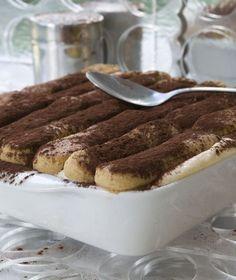 Ακόμα και οι φαν της σοκολάτας υποκλίνονται στην γευστική τελειότητα του τιραμισού, που συνδυάζει%2