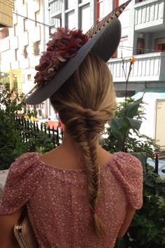 Tocados «Made in Spain Wedding Guest Style, Wedding Styles, Fancy Hats, Wedding Hats, Hat Hairstyles, Derby Hats, Madame, Hats For Women, Celebrities