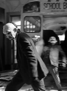 Joker: I kill the bus driver. The Dark Knight Trilogy, Batman The Dark Knight, Joker Dc, Joker And Harley Quinn, Marvel Dc, Arte Assassins Creed, Dc Comics, Rick And Morty Poster, In The Pale Moonlight