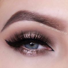 Gold halo smokey eye - perfect for Christmas Partys, New Years Eve and Christmas :) Step by step tutorial up on my channel! https://www.youtube.com/watch?v=gWNgJ8cl2gA