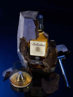 Accord Whisky & Chocolat x Ballantine's 12 ans x Patrick Roger Tequila, Vodka, Strong Drinks, Cigars And Whiskey, Whiskey Bottle, Spiritus, Wine And Liquor, Chocolate Packaging, Bottle Packaging