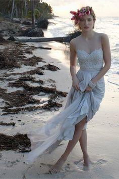 Casual Beach Wedding Dresses To Stay Cool - MODwedding