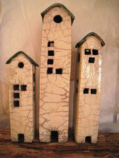 Deko-Objekte - Häusergruppe Raku-Keramik weiß-petrol - ein Designerstück von PerlenGruen bei DaWanda