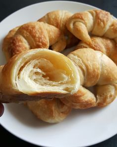 Vegan croissants w/aquafaba butter Vegan Treats, Vegan Foods, Vegan Dishes, Patisserie Vegan, French Patisserie, Vegan Croissant, Dairy Free Croissant Recipe, Vegan Dessert Recipes, Whole Food Recipes