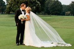 http://cache.elizabethannedesigns.com/blog/wp-content/uploads/2014/03/Wedding-Portrait-on-Golf-Course-From-Kristyn-Hogan-600x400.jpg