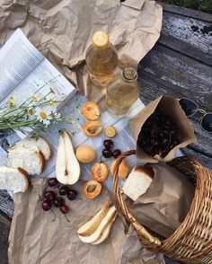The Importance of Vitamin in a Vegetarian Diet. It's something we become aware of all the time: individuals, in general, do not eat healthy. Cordon Bleu Chef, Comida Picnic, Picnic Date, Snacks, Aesthetic Food, Aesthetic Outfit, Food Styling, Fresco, Food Photography