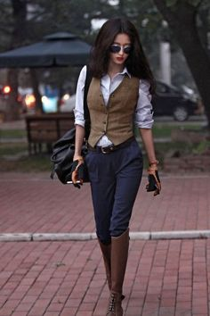 10 Chic Waistcoats to up Your Winter Style These 10 waistcoats are sure to tempt you into buying them this season and keep warm the stylish way. Fashion Mode, Look Fashion, Winter Fashion, Womens Fashion, Fashion Trends, Vest Outfits, Mode Outfits, Casual Outfits, Unique Outfits
