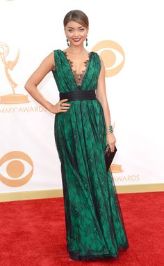 Sarah Hyland's gorgeous in green in Carolina Herrera. #fashion