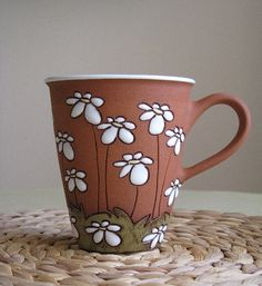 Cuerda Seca Info, examples Tall tea mug with daisies by TerrysPotteryShop on… Pottery Painting, Ceramic Painting, Pottery Mugs, Ceramic Pottery, Slab Pottery, Thrown Pottery, Ceramic Cups, Ceramic Art, Paint Your Own Pottery