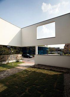 【광교 단독주택】 담과 가벽으로 개방감 확보와 사생활 보호한 집