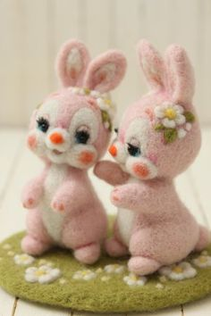 仲良し花うさぎ | Needle felted bunnies