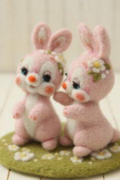 仲良し花うさぎ   Needle felted bunnies