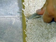 How to Remove and Add Vinyl Flooring   how-tos   DIY