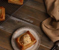 desert_rapid_cu_mere_si_aluat_foitaj Gluten Free Banana Bread, Pavlova, French Toast, Pudding, Breakfast, Desserts, Food, Morning Coffee, Tailgate Desserts