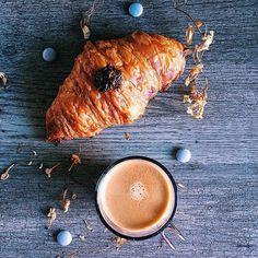 Amazing #breakfast #Repost @mireiacasamada with @repostapp  Día de playa perfecto  #mireiacasamada #pastisseriamuntada #esmorzar #onthetable #croissant #vscofood #gastropindoles #gastrovictim