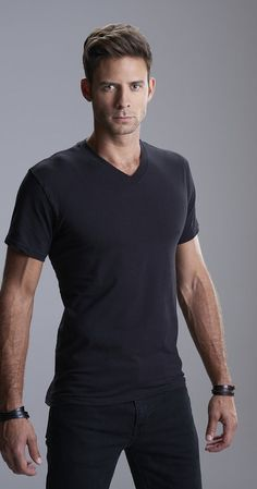 Another gorgeous guy I discovered in a Hallmark movie (Christmas Incorporated)! Boy, Canada sure grows 'em good up there! Steve Lund, Actor: Bitten. A proud native of Halifax, Nova Scotia, Canada.