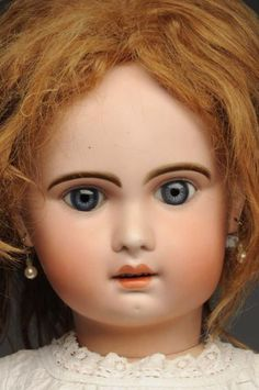 Lot # : 57 - Beautiful Jumeau Bébé Doll.