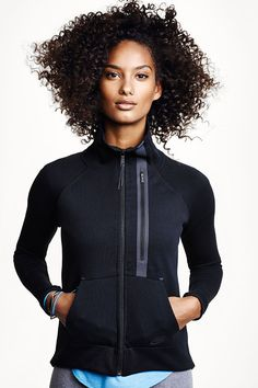 Get the lightweight warmth you need to conquer the cold. The Nike Tech Fleece Moto Cape. Zumba, Sport Fashion, Fitness Fashion, Athleisure, Cute Athletic Outfits, Athletic Wear, Affordable Workout Clothes, Workout Clothes Cheap, Nike Models
