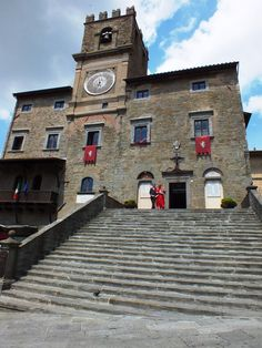 Cortona Town Hall, the couple exits from the monumental stairs in Piazza della Repubblica