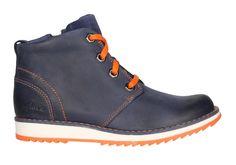 Bota de color azul con cordones en naranja