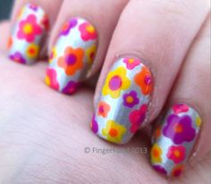 Simple neon daisies by FingerFood.  www.facebook.com/fingerfoodnail