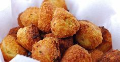 These Fried Mashed Potato Balls are a great way to use up leftover mashed potatoes. Not to mention they are easy and addictive! Fried Mashed Potatoes, Cook Potatoes, Cheesy Potatoes, Fried Salmon, Yummy Food, Tasty, Balls Recipe, Indian Food Recipes, Appetizer Recipes