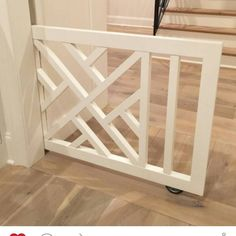 A pocket baby/pet gate in between kitchen and the living room Pet Gate, Diy Dog Gate, Diy Baby Gate, Baby Gate With Door, Dog Rooms, Deco Design, Design Design, Home Living, Home Interior