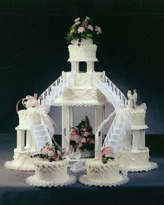 Fountain wedding cakes often look more luxurious and beautiful than any other wedding cakes themes. Find best ideas with fountain wedding cakes here! Fancy Wedding Cakes, Amazing Wedding Cakes, Wedding Cake Designs, Fancy Cakes, Cake Wedding, Fountain Cake, Fountain Wedding Cakes, Fountain Ideas, Old School Wedding