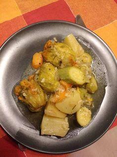 Κολοκυθοανθοί γεμιστοί με κολοκυθάκια αλά πολίτα Sprouts, Potato Salad, Potatoes, Vegetables, Ethnic Recipes, Food, Potato, Veggie Food, Brussels Sprouts